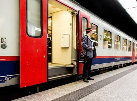 Waarom betaalt betoger minder dan gewone treinreiziger?